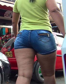 Candid: latina bbw in tight denim shorts